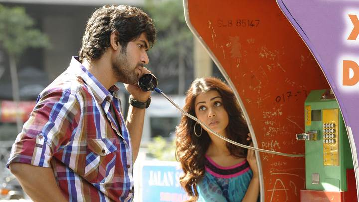 Genelia D'Souza And Rana Daggubati On Telephone Booth In Naa Ishtam